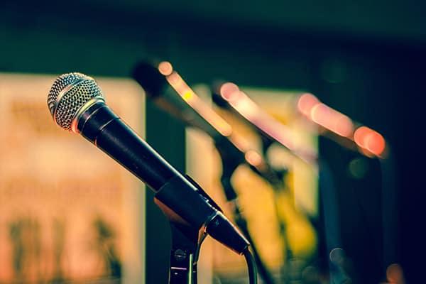 microphones-600x400